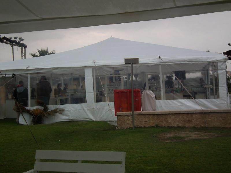אוהל נגד גשם לאירועים