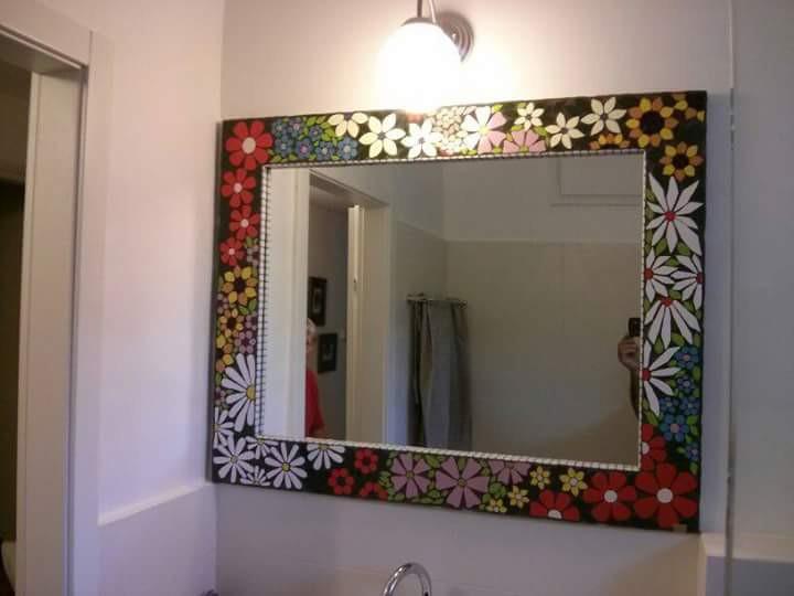 מראה פרחונית למקלחת עבודת יד מפסיפס