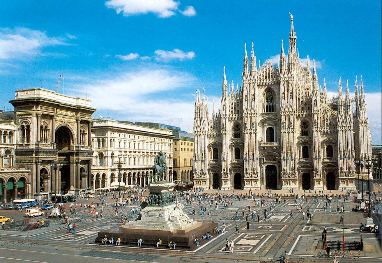 http://www.booking.com/city/it/milan.he.html?aid=345366