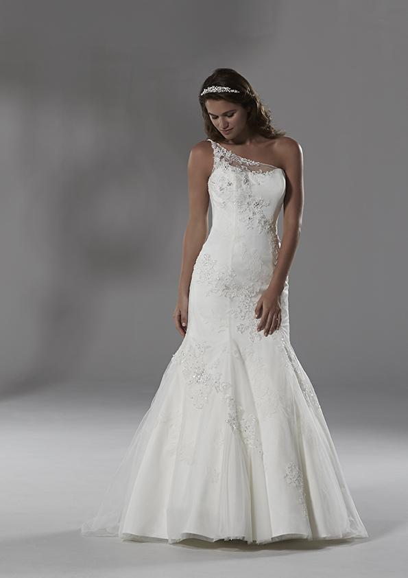 lace overlay wedding dress. Lace blog 002