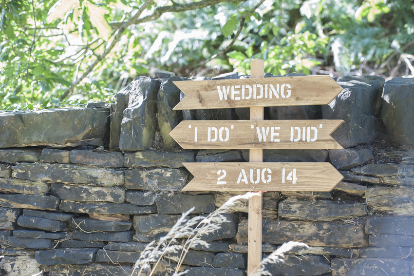 Blog Image-Summer bridalshoot Tall wedding sign - Mirfield alisonjanebridal.co.uk