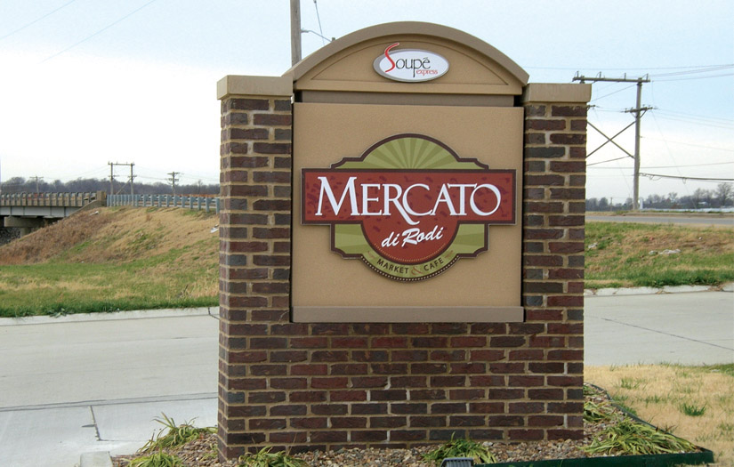 mercato monument sign